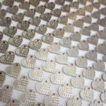 150 jaar behulpzaamheid voor het Rode Kruis wordt gevierd met de uitreiking van een grote serie pins