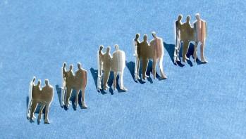 Serie pins volgens het logo van Laurant en Bakker vormgevers!